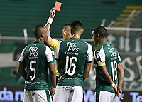PALMIRA - COLOMBIA, 21-08-2019: Edilson Ariza Moreno, arbitro, muestra la tarjeta roja a Andres Balanta (#5) durante partido entre Deportivo Cali y Atlético Nacional por la fecha 7 de la Liga Águila II 2019 jugado en el estadio Deportivo Cali de la ciudad de Palmira. / Edilson Ariza Moreno, referee, shows the red card to Andres Balanta (#5) during match between Deportivo Cali and Atletico Nacional for the date 7 as part Aguila League II 2019 played at Deportivo Cali stadium in Palmira city. Photo: VizzorImage / Gabriel Aponte / Staff