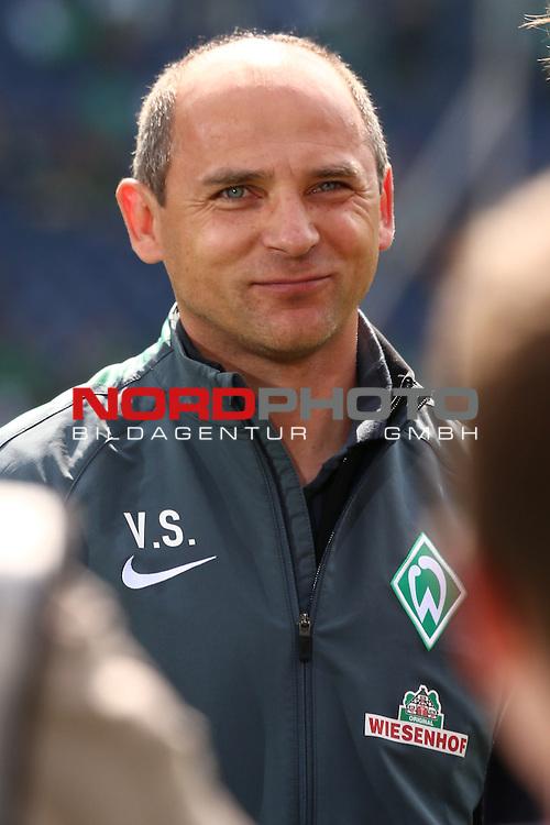 09.05.2015, HDI Arena, Hannover, GER, 1.FBL, Hannover 96 vs SV Werder Bremen im Bild <br /> <br /> Viktor Skripnik (Trainer Werder Bremen<br /> Gestik, Mimik,<br /> <br /> <br /> Foto &copy; nordphoto / Rust