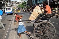 INDIA West Bengal, Kolkata, hand pulled rickshaw / INDIEN Westbengalen Kalkutta, Transportmittel handgezogene Rikscha