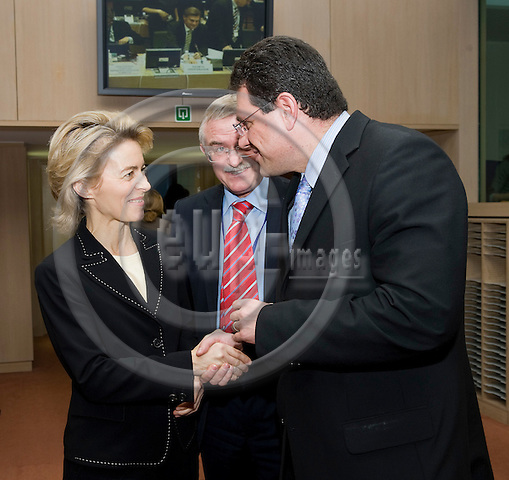 Brussels-Belgium, November 27, 2009 -- Meeting of European Ministers / EU-Council on Youth; here, Ursula VON DER LEYEN (le), Federal Minister for Family Affairs, Senior Citizens, Women and Youth of Germany, with Maros SEFCOVIC (ri), European Commissioner in charge of Education, Training, Culture and Youth -- Photo: Horst Wagner / eup-images