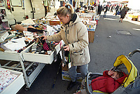 Milano, mercato rionale al quartiere Bruzzano, periferia nord --- Milan, local market at Bruzzano district, north periphery