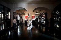 Mariana_MG, Brasil...O museu de arte sacra foi fundado em 22 de setembro de 1962 pelo Arcebispo Dom Oscar de Oliveira e o acervo existente na instituicao foi trazido de paroquias, igrejas, capelas, seminarios, do Palacio Episcopal, da Arquidiocese de Mariana, e outros adquiridos atraves de doacoes e legados. No detalhe obra atribuida ao mestre Alejadinho em Mariana, Minas Gerais. ..Museu Arquidiocesano de Arte Sacra (Museum of Sacred Art of the Archdiocese),this is one of Brazil best sacred art museums, with over two thousand objects, including a golden reliquary considered to be the richest in the state and second in Brazil. The collection includes works in soapstone, porcelain and wood, Portuguese paintings, paintings by Ataíde, and many other objects, Minas Gerais. In this photo sculpture built by Aleijadinho...Foto: LEO DRUMOND / NITRO