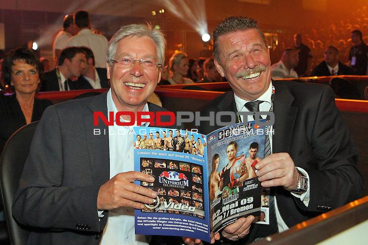 Universum Champions Night - AWD Dome Bremen 02.05.2009<br /> <br /> WIBF- und WBC-Federgewichts-Weltmeisterin Ina Menzer GER )  gegen Franchesca &bdquo;The chosen one&ldquo; Alcanter ( USA )<br /> <br /> B&uuml;rgermeister Jens B&ouml;hrnsen und links Frank Minder.<br /> <br /> Foto &copy; nph (  nordphoto  )