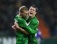 USSBALL   1. BUNDESLIGA    SAISON 2012/2013    10. Spieltag   Werder Bremen - FSV Mainz 05                             04.11.2012 JUBEL Werder, Torschuetze zum 1-0 Aaron Hunt (li) umarmt von Zlatko Junuzovic