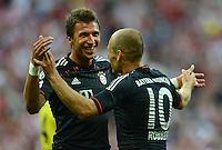 FUSSBALL   1. BUNDESLIGA   SAISON 2012/2013   SUPERCUP FC Bayern Muenchen - Borussia Dortmund            12.08.2012 Mario Mandzukic mit Arjen Robben (v, li. FC Bayern Muenchen)