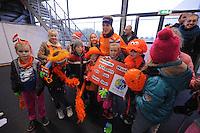 SCHAATSEN: GRONINGEN: 28-10-2016, Sportcentrum Kardinge, KNSB Cup Kwalificatiewedstrijden, Ireen Wüst met fans, ©foto Martin de Jong