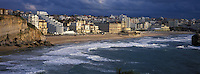 Europe/France/Aquitaine/64/Pyrénées-Atlantiques/Biarritz:  la grande plage et le front de mer vu depuis le  phare