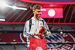 23.05.2020, Allianz Arena, München, GER, 1.FBL, FC Bayern München vs Eintracht Frankfurt 23.05.2020 , <br /><br />Nur für journalistische Zwecke!<br /><br />Gemäß den Vorgaben der DFL Deutsche Fußball Liga ist es untersagt, in dem Stadion und/oder vom Spiel angefertigte Fotoaufnahmen in Form von Sequenzbildern und/oder videoähnlichen Fotostrecken zu verwerten bzw. verwerten zu lassen. <br /><br />Only for editorial use! <br /><br />DFL regulations prohibit any use of photographs as image sequences and/or quasi-video..<br />im Bild<br />Joshua Kimmich (München) <br /> Foto: Peter Schatz/Pool/Bratic/nordphoto