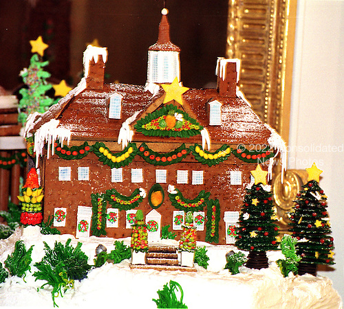 Mount Vernon, the home of the first U.S. President, George Washington, is part of the traditional White House Gingerbread creation at the White House in Washington, D.C. on December 6, 1999. .Credit: Ron Sachs / CNP