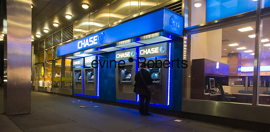 Customer uses the ATM machines at a JPMorgan Chase bank in New York on Tuesday, October 9, 2012.  (© Richard B. Levine)