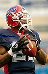 16 October 2005: Willis McGahee, running back for the Buffalo Bills, takes some pre-game warmup drills on October 16, 2005 at Ralph Wilson Stadium. The Bills defeated the visiting division rival NY Jets 27-17 at Orchard Park, NY. ..Mandatory Photo Credit: Ed Wolfstein