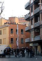 Roma 5 Aprile 2010.Occupata da CasaPound Italia la scuola 'Parinì di Montesacro abbandonata da tre anni per dare alloggi a 17 famiglie in stato di gravissima emergenza abitativa. I cordoni degli agenti  di polizia  separano gli occupanti  dalle proteste degli antifascisti.Rome April 5, 2010.Occupied by CasaPound Italy, the school 'Parini Montesacro abandoned by three years, to give housing to 17 families in serious housing crisis..