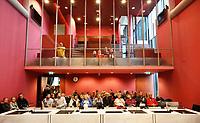 Nederland - Lelystad - 2017.  Open dag bij de Rechtbank in Lelystad. Tijdens de open dag kan men onder andere een nagespeelde zitting bijwonen of een rondleiding door het gebouw volgen. Publieke tribune in rechtszaal.  Foto Berlinda van Dam / Hollandse Hoogte