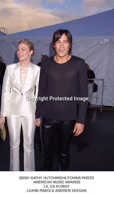©2001 KATHY HUTCHINS/HUTCHINS PHOTO.AMERICAN MUSIC AWARDS.LA, CA 01/08/01.LEANN RIMES & ANDREW KEEGAN