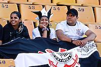 SÃO PAULO,SP,26 AGOSTO 2012 - CAMPEONATO BRASILEIRO - CORINTHIANS x SÃO PAULO - Torecedores do Corinthians  antes da  partida Corinthians x São Paulo válido pela 19º rodada do Campeonato Brasileiro no Estádio Paulo Machado de Carvalho (Pacaembu), na região oeste da capital paulista na tarde deste domingo (26). (FOTO: ALE VIANNA -BRAZIL PHOTO PRESS)
