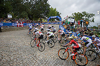 peloton turning up Libby Hill<br /> <br /> Elite Women Road Race<br /> UCI Road World Championships Richmond 2015 / USA