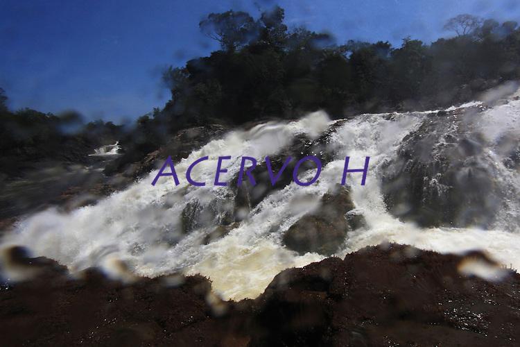 Cachoeira do Chuvisco<br /> Alto rio Erepecuru; na bacia do rio Trombetas.<br /> <br /> Waterfall of the Chuvisco, high river Erepecuru.<br /> <br /> Oriximiná, Pará, Brasil.<br /> Foto Paulo Santos<br /> 24/09/2016