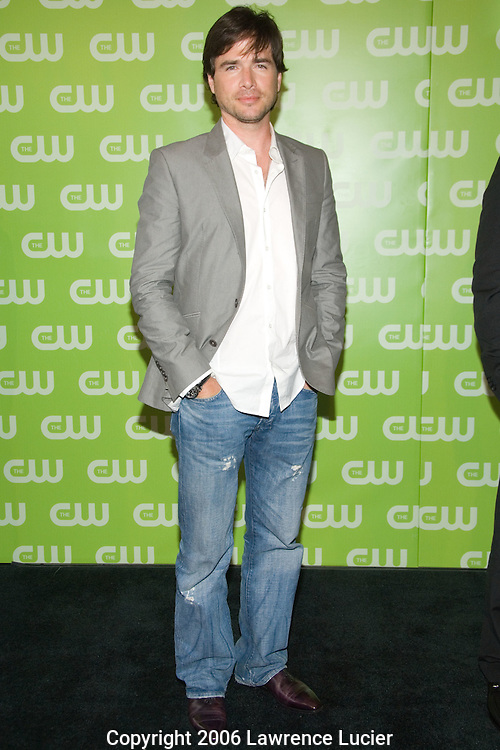 Actor Matthew Settle arrives at the 2007 CW Upfront May 17, 2007, at Madison Square Garden in New York City. (Pictured : Matthew Settle).