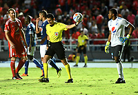 CALI - COLOMBIA, 25-08-2018: Jorge Guzmán (Izq.) árbitro, durante partido entre América de Cali y Millonarios de la fecha 6 por la Liga Aguila II 2018 jugado en el estadio Pascual Guerrero de la ciudad de Cali. / Jorge Guzmán (L), referee, during a match between America de Cali and Millonarios of the 6th date for the Liga Aguila II 2018 at the Pascual Guerrero stadium in Cali city. Photo: VizzorImage / Nelson Rios / Cont.