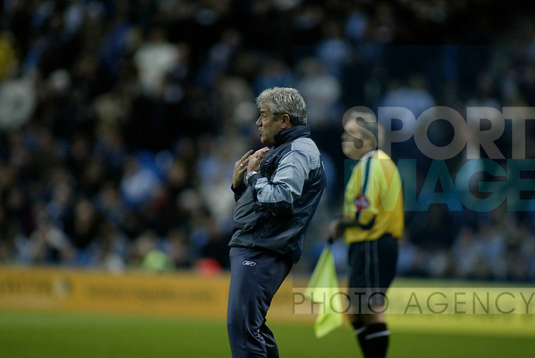 Kevin Keegan during their English Premier League soccer match at the City of Manchester stadium, Manchester, October 16 2004. ..© Simon Bellis Photography, 33 Parkway, New Mills, High Peak, SK224DU. Tel 07980659747/01663746519