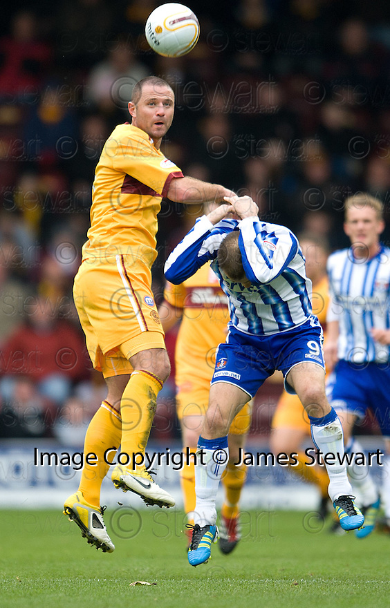 KILMARNOCK'S DANNY BUIJS GTES A KNOCK ON THE HEAD FROM MOTHERWELL'S MICHAEL HIGDON