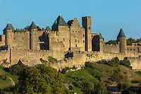 France, Aude (11), Carcassonne, cité médiévale classée Patrimoine Mondial de l'UNESO // France, Aude, Carcassonne, medieval town listed as World Heritage by UNESCO, the medieval city surrounded by wines