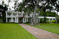 Washington Place,Hawaii's govenor's mansion.Located on Beretania St.across from the state capital.