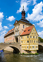 Germany, Bavaria, Upper Franconia, Bamberg: old town hall at river Regnitz, today housing Porcelain Collection Ludwig, the old town is ranked UNESCO World Heritage Site | Deutschland, Bayern, Oberfranken, Bamberg: Altes Rathaus, ein Wahrzeichen der Stadt, beherbergt heute die Porzellansammlung Ludwig, die Altstadt ist UNESCO Weltkulturerbe