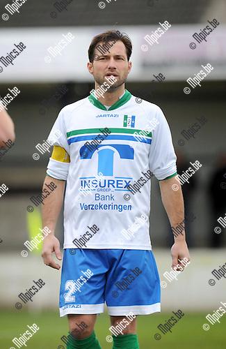 2013-12-08 / Voetbal / seizoen 2013-2014 / Nijlen - Zwijndrecht / Dimitri Bal<br /><br />Foto: Mpics.be
