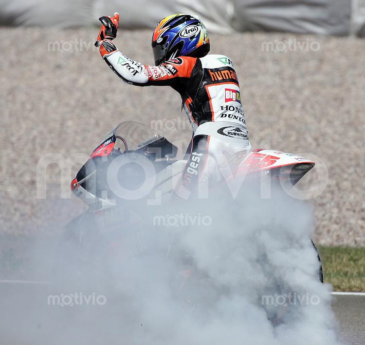 Hohenstein - Ernstthal , 160706 , Motorrad Grand Prix von Deutschland , Rennen 250cc  Yuki TAKAHASHI (JPN/HONDA) bedankt sich bei den Fans