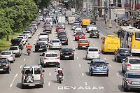 SAO PAULO, SP, 09.12.2013 - TRANSITO SAO PAULO  - Transito intenso na tarde desta segunda-feira na Radial Leste sentido bairro. (Foto: Vanessa Carvalho / Brazil Photo Press)