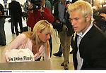 Personenfeature<br /> Pekka Lagerbloom und Freundin Anna Maria - schwester von sarah Conners am 13.09.2004 auf dem Bremer Flughafen<br /> <br /> <br /> Foto: © nordphoto <br /> <br />  *** Local Caption *** Foto ist honorarpflichtig! zzgl. gesetzl. MwSt.<br />  Belegexemplar erforderlich<br /> Adresse: nordphoto<br /> Georg-Reinke-Strasse 1<br /> 49377 Vechta