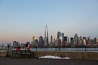 JERSEY CITY, NJ, 18.02.2017 - TURISMO-NEW YORK - Vista da ilha de Manhattan em New York neste sábado, 18. (Foto: William Volcov/Brazil Photo Press)