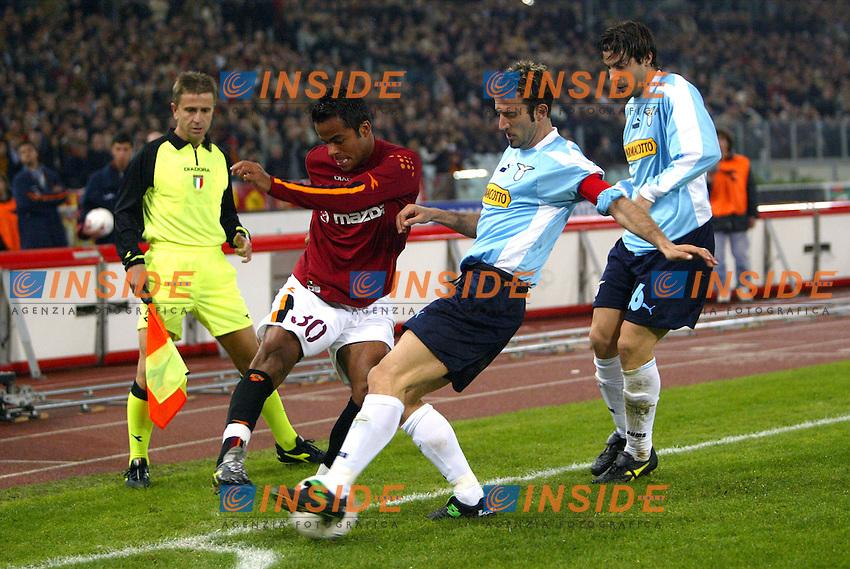Roma 9/11/2003 <br /> Roma Lazio 2-0 <br /> Amantino Mancini (Roma) e Giuseppe Favalli (Lazio)<br /> Foto Andrea Staccioli Insidefoto