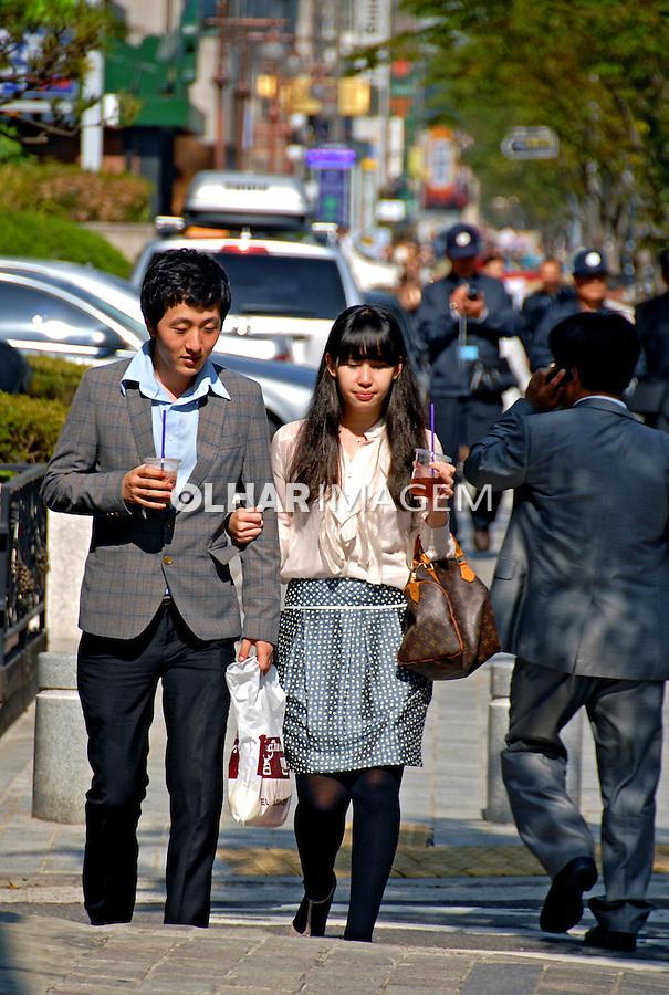 Pessoas na rua em Seul. Coréia do Sul. 2009. Foto de Thaïs Falcão.