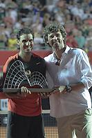 RIO DE JANEIRO, RJ, 23.02.2014 - O espanhol Rafael Nadal junto com Guga Kuerten omemora o título do Rio Open após vencer a final masculina contra o ucraniano Alexandr Dolgopolov na quadra central do Jockey Club neste domingo. (Foto: Néstor J. Beremblum / Brazil Photo Press).