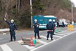 Namie-Machi dans la préfecture de Fukushima, le 10 Mars 2013.A dix de la centrale nucléaire de Fukushima..La police filtre les entrées et les sorties des personnes autorisées à se rendre  dans la zone d'exclusion radioactive proche de la centrale nucléaire de Fukushima.