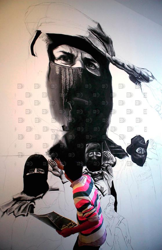 """MDF10701. México, D.F.- La obra del artista Rirkrit Tiravanija (Tailandia)  intervenido por alumnos de la ENAP  en la exposición  """"Entre Utopía y Distopía""""  de artistas asiáticos que se inauguró en el Museo de Arte Contemporáneo (MUAC) de la UNAM en la ciudad de México. NOTIMEX/FOTO/ALEJANDRO MELÉNDEZ/AMO/ACE/"""