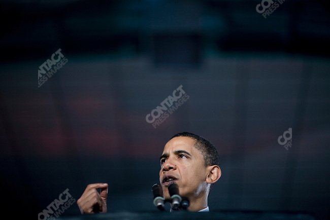 Senator Barack Obama, Democratic contender for the Presidential nomination, campaigns in New Orleans, Louisiana. Speaking at Tulane University, February 7, 2008