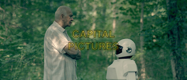Frank Langella & Robot (voice of Peter Sarsgaard).in Robot & Frank (2012) .*Filmstill - Editorial Use Only*.CAP/FB.Supplied by Capital Pictures.