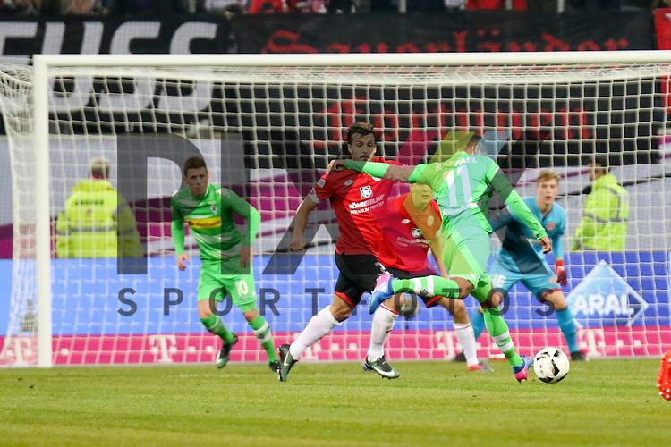 Gladbachs Raffael (Nr.11) mit einem Schuss beim Telecom Cup 2017 Borussia Moenchengladbach - FSV Mainz 05.<br /> <br /> Foto &copy; PIX-Sportfotos *** Foto ist honorarpflichtig! *** Auf Anfrage in hoeherer Qualitaet/Aufloesung. Belegexemplar erbeten. Veroeffentlichung ausschliesslich fuer journalistisch-publizistische Zwecke. For editorial use only.
