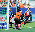 The Hague, Netherlands, June 08: During the first half during the field hockey group match (Women - Group B) between USA and Germany on June 8, 2014 during the World Cup 2014 at GreenFields Stadium in The Hague, Netherlands. Final score 4-1 (1-0) (Photo by Dirk Markgraf / www.265-images.com) *** Local caption *** Jackie Kintzer #31 of USA, Caroline Nichols #19 of USA