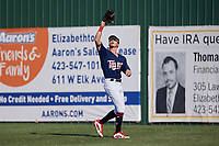 Elizabethton Twins center fielder DaShawn Keirsey (8) settles under a fly ball during a game against the Bristol Pirates on July 28, 2018 at Joe O'Brien Field in Elizabethton, Tennessee.  Elizabethton defeated Bristol 5-0.  (Mike Janes/Four Seam Images)
