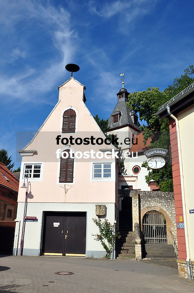 Feuerwehrgerätehaus (1930) und Kirche von Eppelsheim
