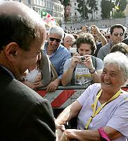 Il segretario del Partito Democratico Pierluigi Bersani saluta Annarella, a destra, alla manifestazione di chiusura della campagna elettorale per i referendim su energia nucleare, privatizzazione dell'acqua e legittimo impedimento, a Roma, 10 giugno 2011..Italian Democratic Party's leader Pierluigi Bersani greets Annarella, right, during the demonstration for the closure of the referendary campaign in Rome, 10 june 2011. Referendums on nuclear power, water supply privatization and legitimate impediment law are scheduled in Italy on 12 and 13 june..UPDATE IMAGES PRESS/Riccardo De Luca