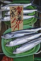 """Asie/Japon/Tokyo/Ueno: Le marché """"Ameyoko"""" - Détail de poissons frais"""