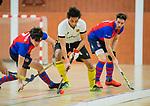 Almere - Zaalhockey  SCHC-Victoria (5-7)   . Romeo Pace (Victoria) met Bram  Weers (SCHC) en Steef Stroeken (SCHC)  . TopsportCentrum Almere.    COPYRIGHT KOEN SUYK