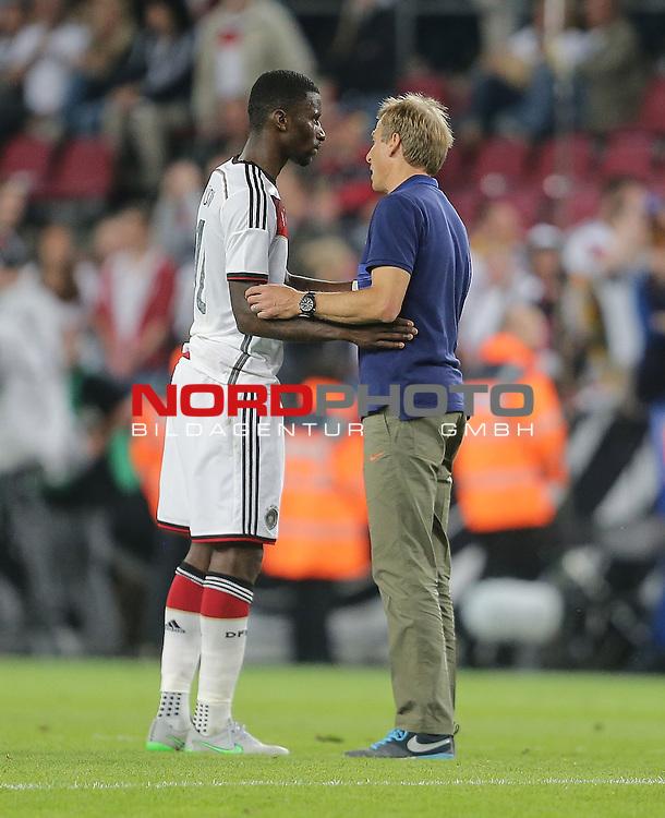 DFB Freundschaftsl&auml;nderspiel, Deutschland vs. USA<br /> Antonio R&uuml;diger (Deutschland) mit Trainer J&uuml;rgen Klinsmann (USA)<br /> <br /> Foto &copy; nordphoto /  Bratic
