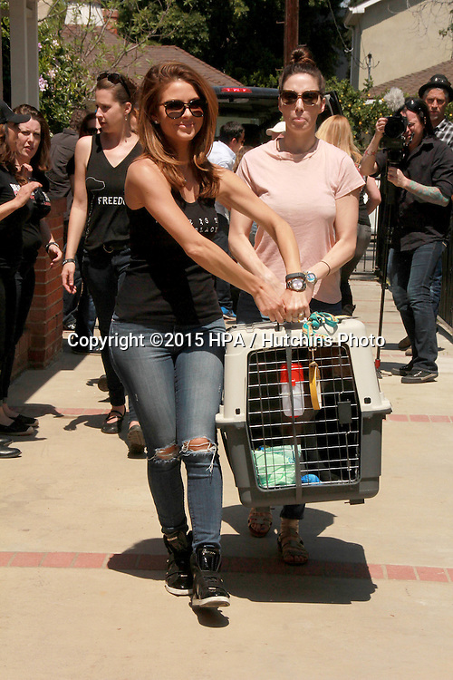 LOS ANGELES - FEB 14:  Maria Menounos, Whitney Cummings at the The Beagle Freedom Project at the Private Location on April 14, 2015 in Valley Village, CA