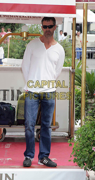 RUPERT EVERETT.64th Venice Film Festival - Mostra Internazionale d'Arte Cinematografica, Venice, Italy..August 29th, 2007.full length sunglasses shades white top jeans denim.CAP/OME/LG.©Luca Ghidoni/Omega/Capital Pictures